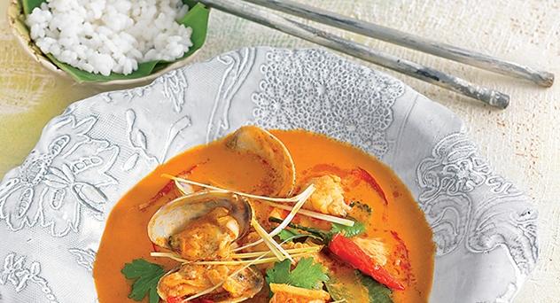 Curry rojo de pescado y almejas