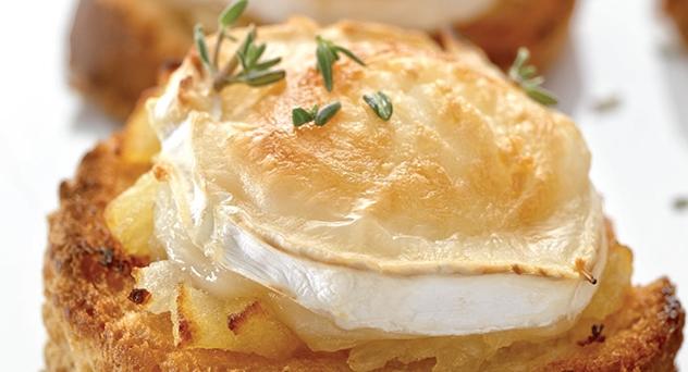 Canapés de queso de cabra y manzana