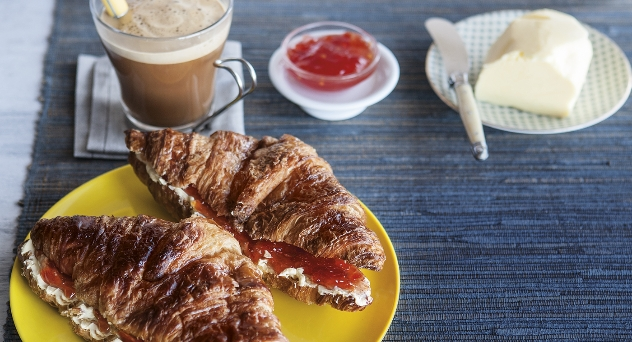 ¿Cómo preparar un desayuno estilo francés?