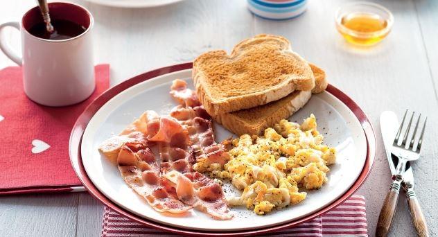 ¿Cómo preparar un desayuno americano?