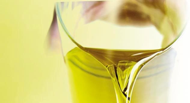 Aceite de oliva virgen extra nueva cosecha en tu mesa