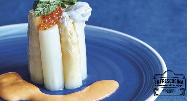 Espárragos blancos con anchoas y huevas de trucha