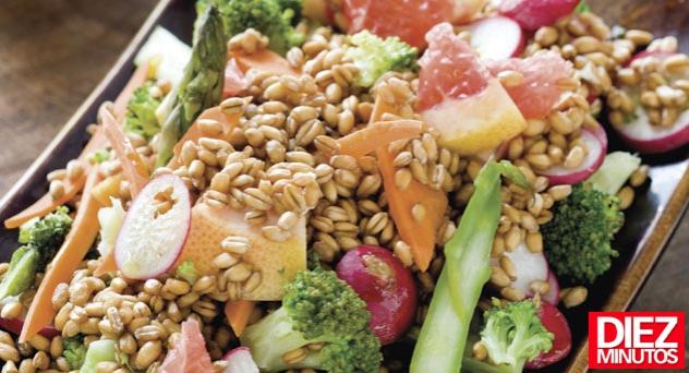 Ensalada de espárragos y quinoa