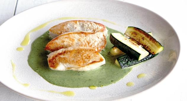 Solomillo de pavo con Salsa de Kale y Calabacines