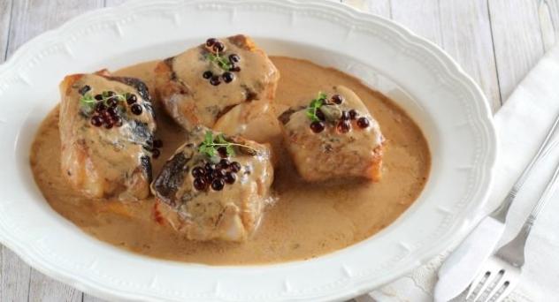 Tacos de bacalao con salsa de ajo negro