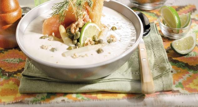 Sopa fría de espárragos blancos con salmón