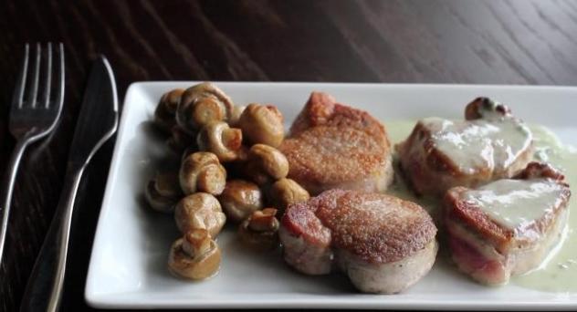 Solomillo de cerdo en salsa de roquefort