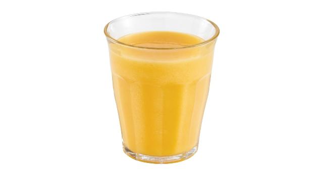 Smoothie de mango, piña y lima