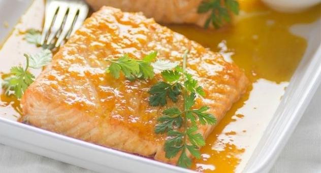 Salmón con salsa de cítricos y jengibre