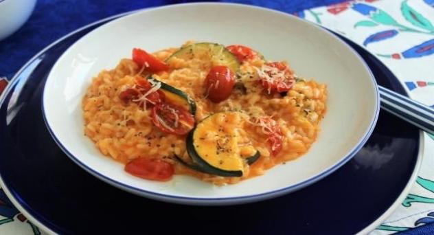 Risotto con tomates y calabacines