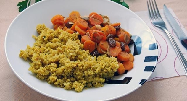 Quinoa especiada con zanahorias y frutos secos