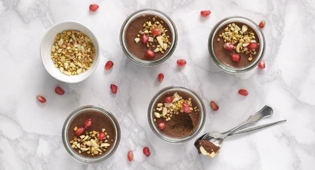 Mousse de chocolate y crujiente de avellanas