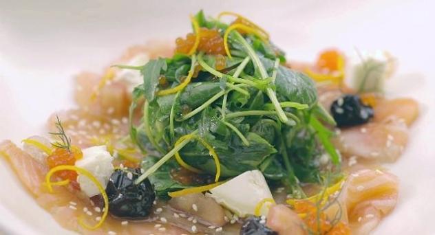 Ensalada de salmón marinado con vinagreta de miel