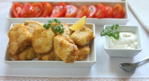 Delicias de merluza con mayonesa de lima