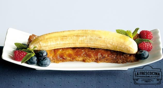 Plátano a la brasa con torrija de coco