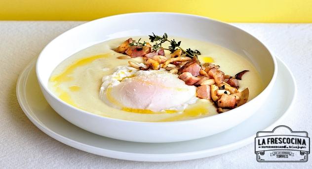Huevo de gallina campera con setas, patatas, topinambur y frutos secos