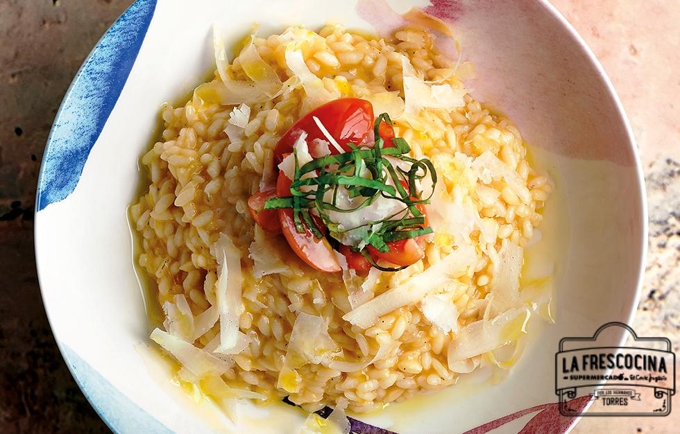 Risotto de tomate, albahaca y parmesano