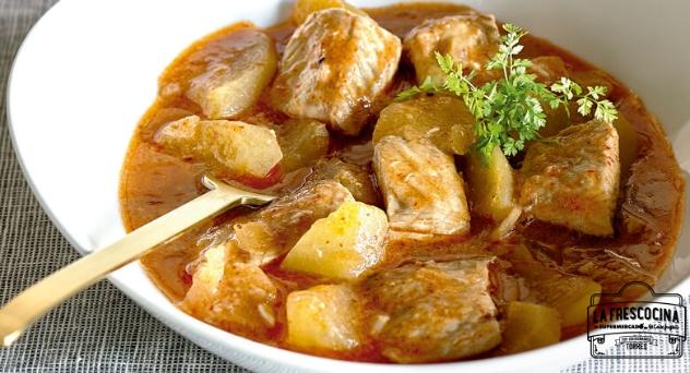 Suquet de esturión a l'all cremat con patatas