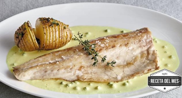 Lubina con salsa de pimienta verde y patatas Hasselback