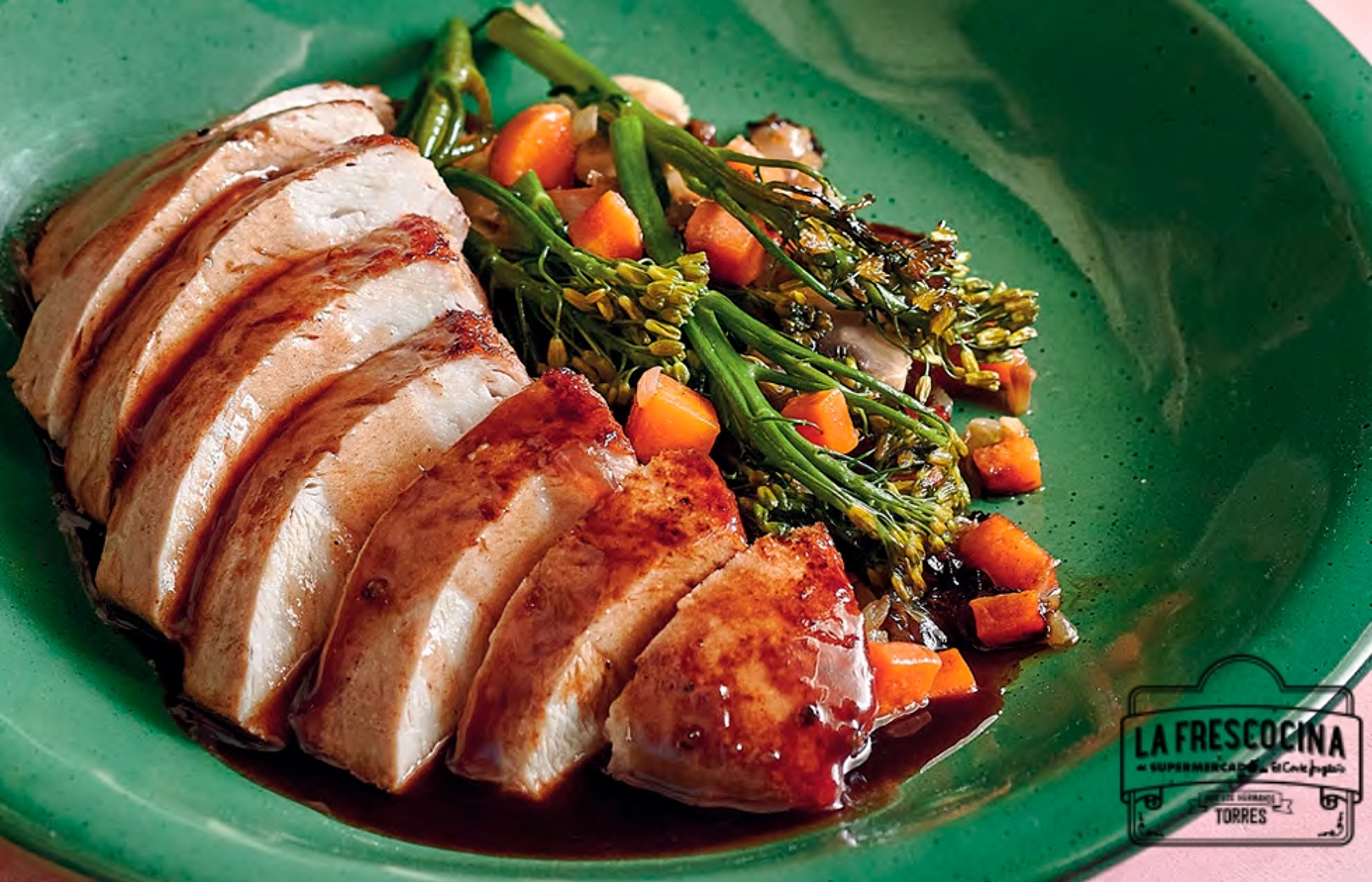 Solomillo de pavo con verduras y salsa oporto