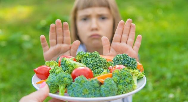 Cómo hacer que mi hijo coma verduras