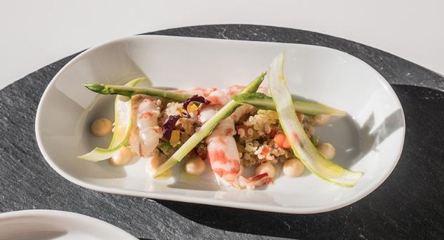 Receta MasterChef celebrity 4: Ensalada de quinoa con espárragos, langostinos y emulsión de coral.