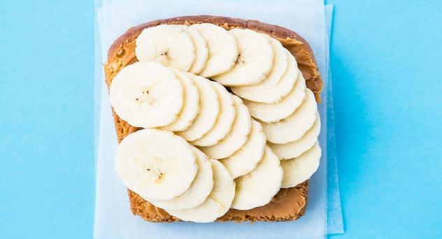 Bocadillos de plátano, crema de cacahuete y avena