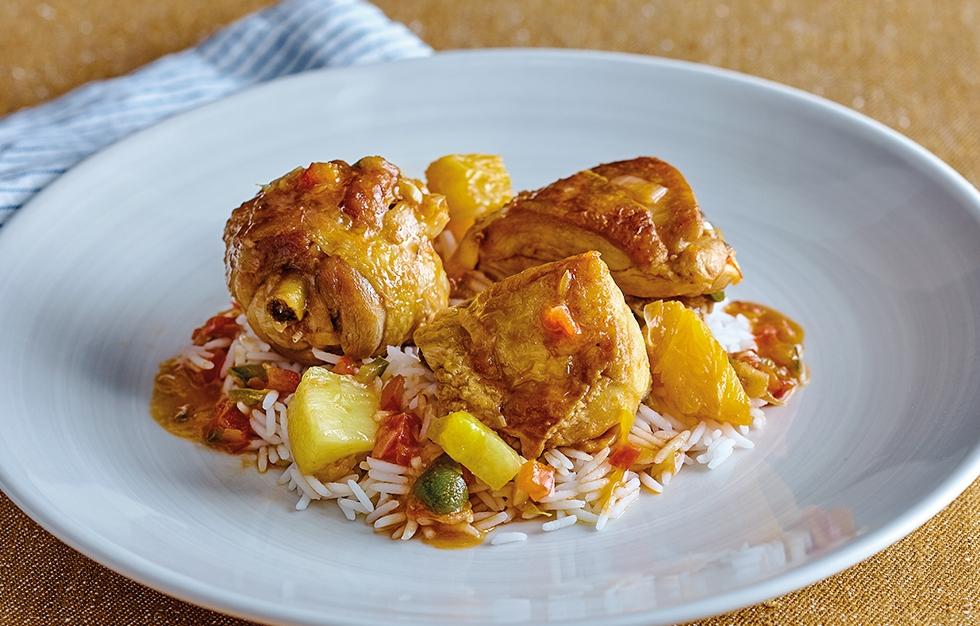 Pollo de corral con naranja y piña
