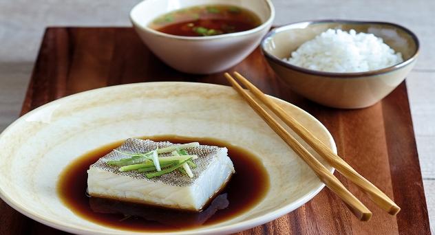 Bacalao cocido en salsa de soja