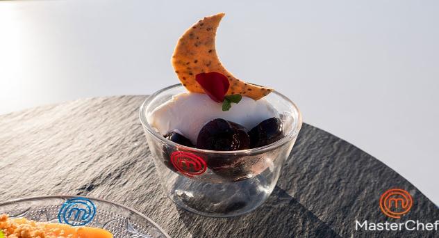 Masterchef 8: Helado de yogurt y rosas con cerezas salteadas