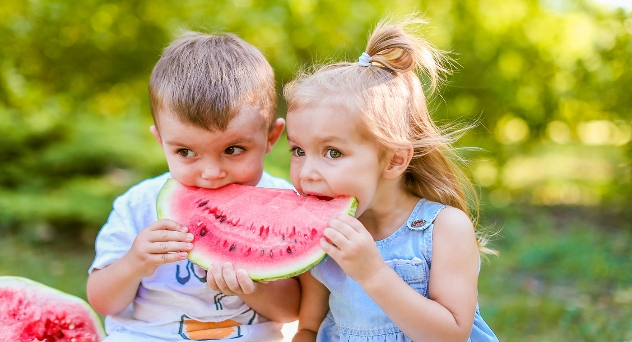 Cambios en los hábitos de comida de los niños en verano: ¿qué hacer al respecto?