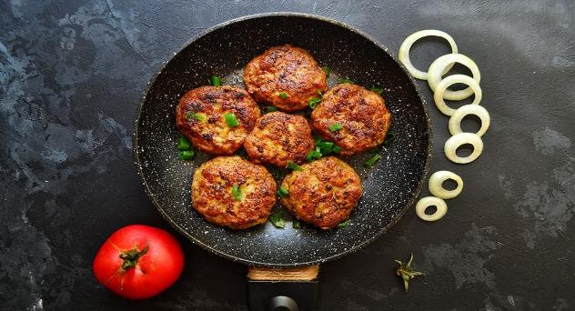 Hamburguesa de pollo, tomate y avena