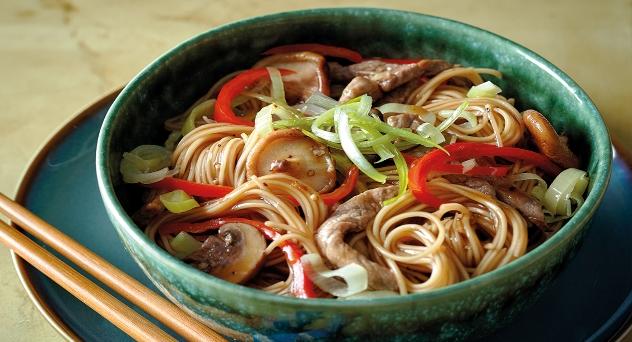 Noodles con ternera y verduras