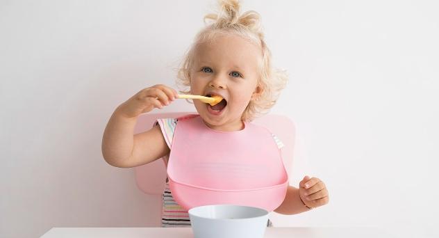 Introducción de alimentos: ¿cuándo debe probar el bebé cada uno?