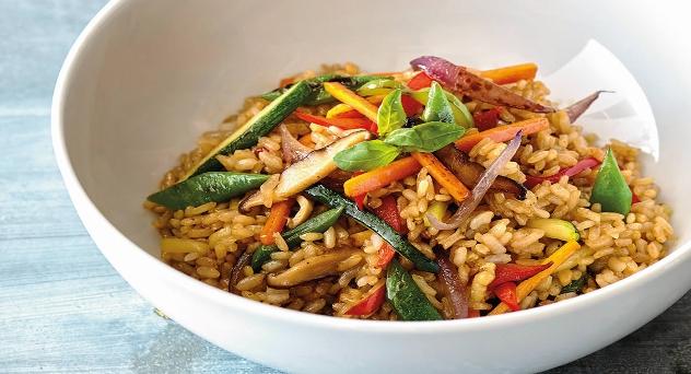 Wok de verduras con arroz