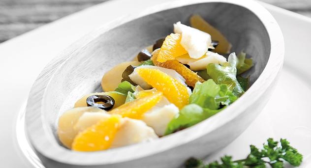 Brotes de lechuga con bacalao y naranja