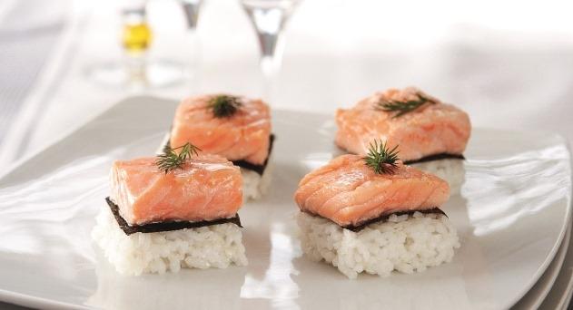 Maki de salmón en canapé
